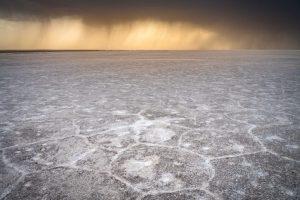 Aufziehendes Gewitter, Salzsee im Iran