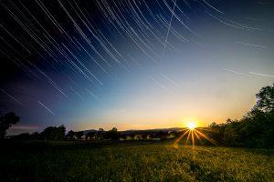 Sonnenuntergang mit Startrails in einer! Aufnahme